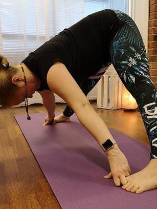 Eteentaivutus jalat leveässä haara-asennossa, Prasarita Padottanasana, Intense Leg Stretch Pose