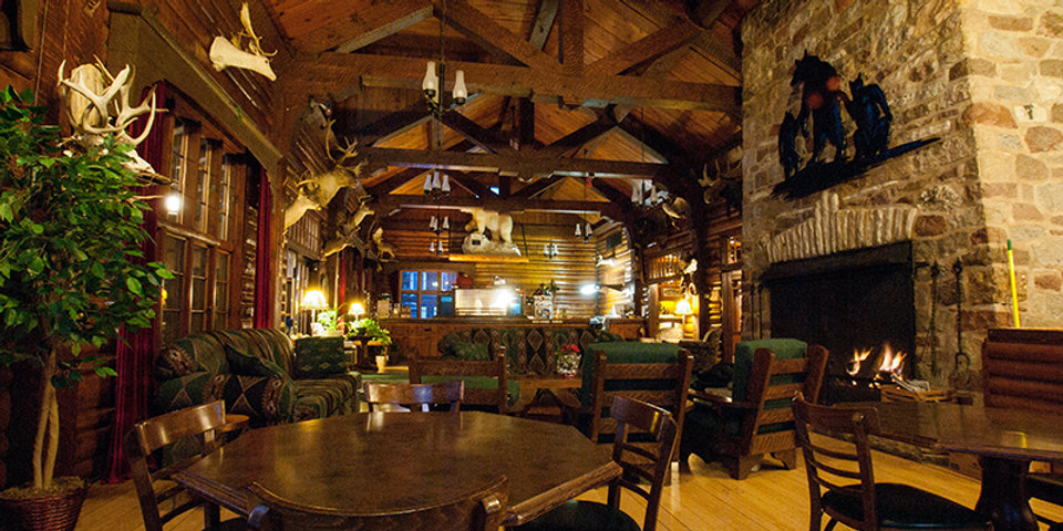 Inside view of Gateway Lodge's dinning room