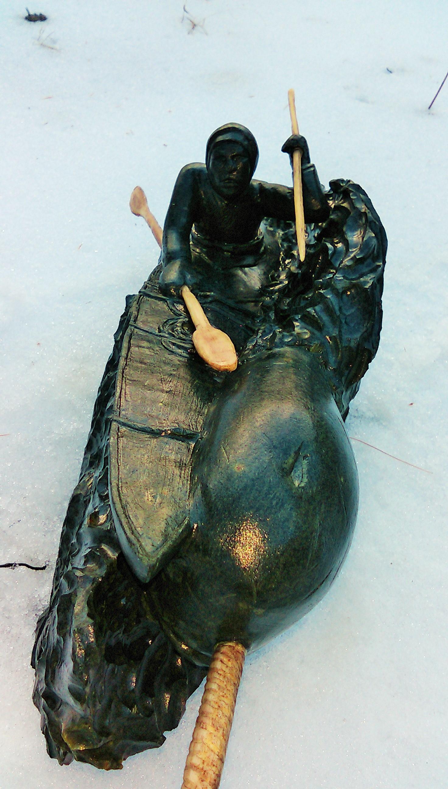 Inuit kayker - long view