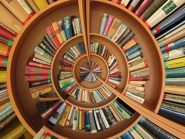 Étagère de livre en spirale
