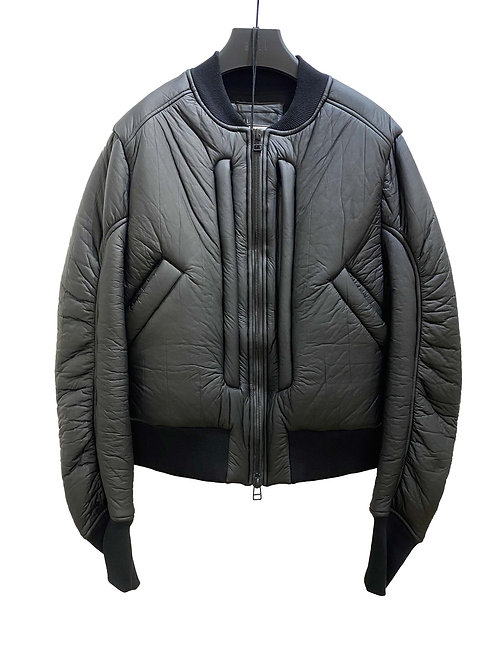CARBON INSULATE CROPPED BOMBER (MATTE BLACK)
