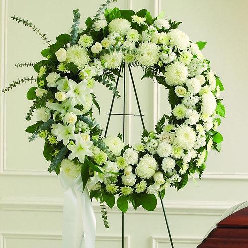 Corona funebre con rosas blancas y lilis