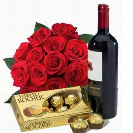 Ramo de rosas, chocolates y botella de vino