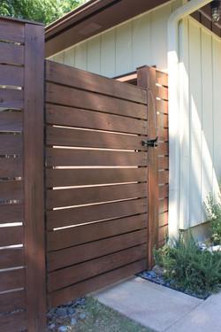 horizontal redwood Gate1