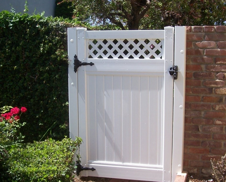 Vinyl Gate with lattice1