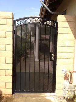 Single Semi-Private Iron Gate