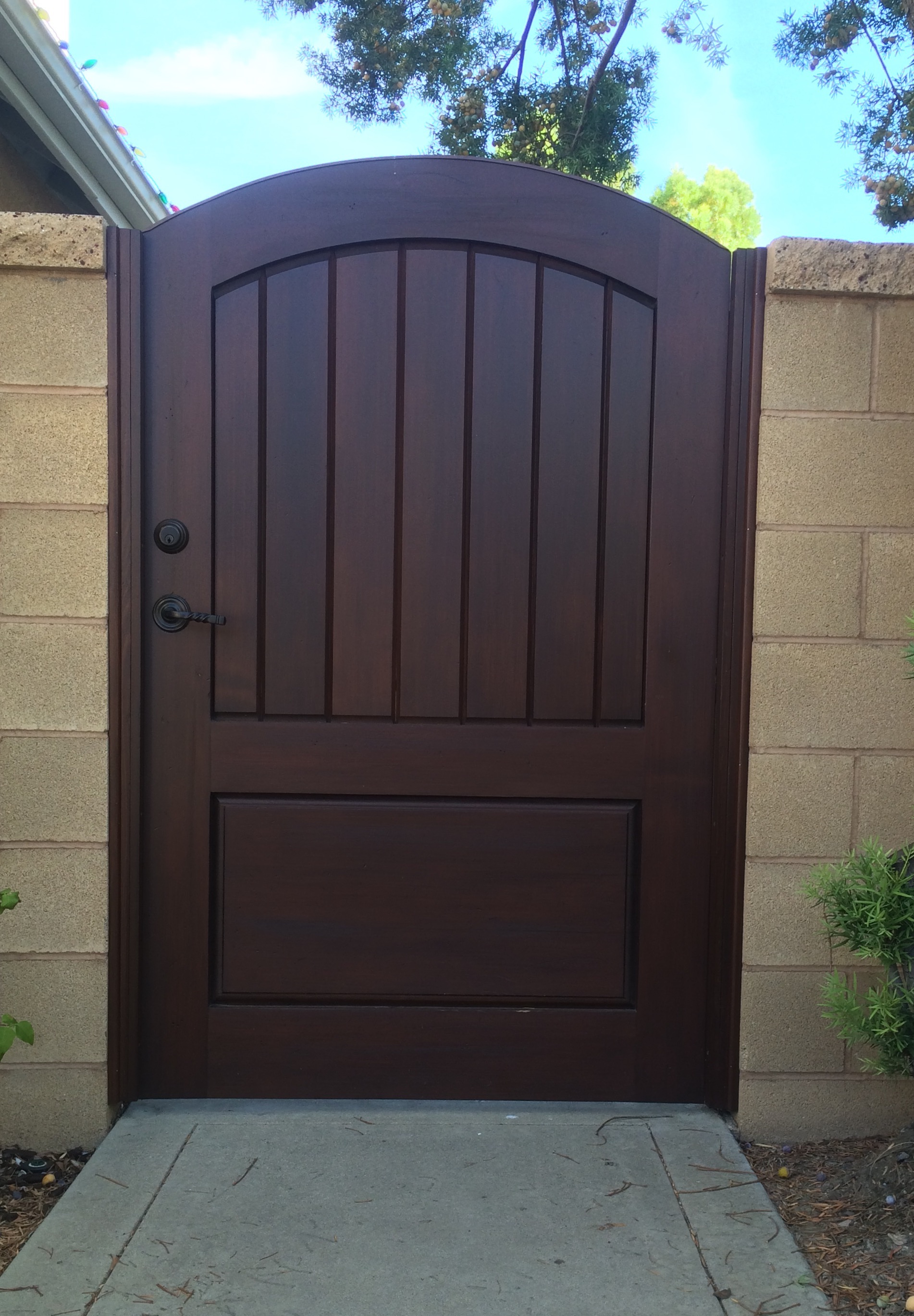 Custom Premium Wood GateeRender