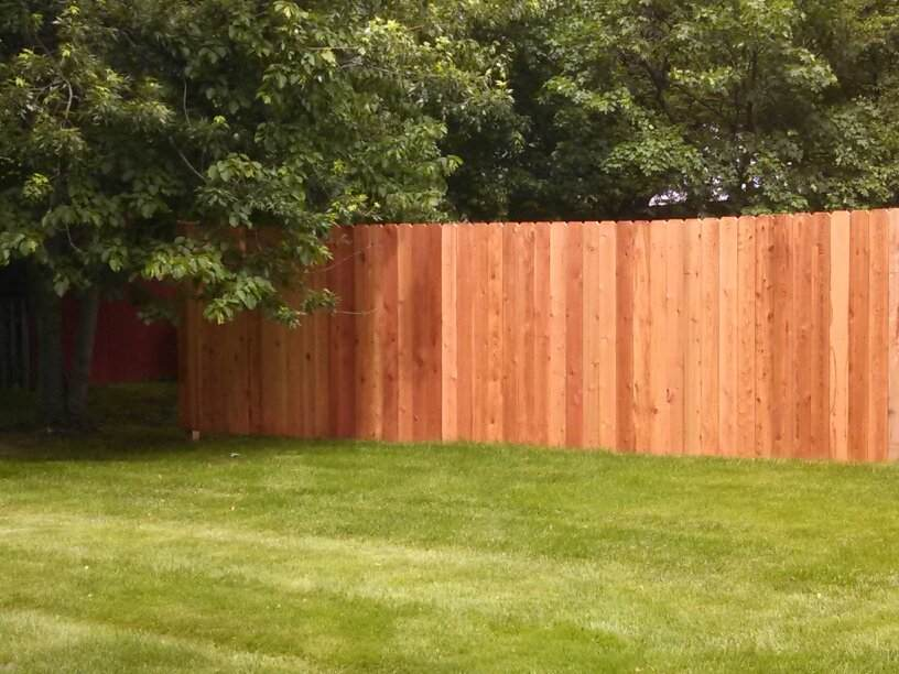Cedar-wood-privacy-fence_custom-dog-eared-sytle_grand-rapids