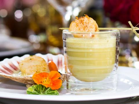 Cappuccino von Curry und Zitronengras