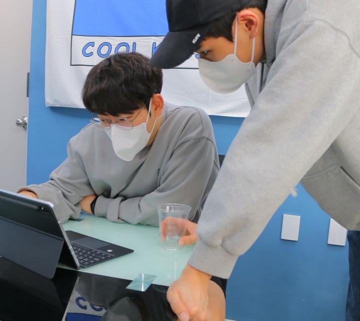 """""""콸콸콸 컵 씻어주니, 재활용 참 쉬워져요!"""" 친환경 IoT 일회용컵 수거함 <쓰샘>"""