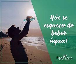 Fica a dica! Saúde e bem estar! Hidrate-se! Acrescente na sua vida o hábito de beber muita água, ela representa cerca de 60% do peso do nosso corpo.
