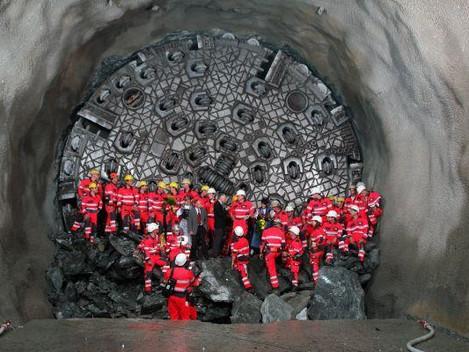 Túnel de Base de São Gotardo é inaugurado e impressiona pelo seu comprimento e pela obra realizada.