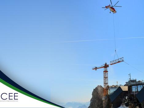 Grua é montada com auxílio dehelicópteros no picoZugspitze, ponto mais alto daAlemanha