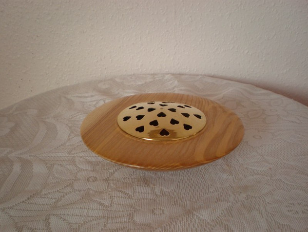 Pot Pourri Bowl Wood: Ash Size: 7 X 2 Price: £35 (ref.4461)