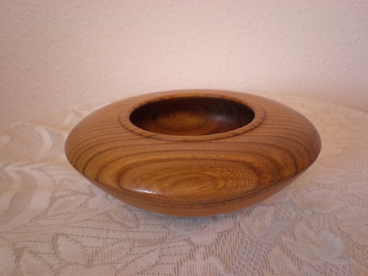 Pot Pourri Bowl Wood: Elm Size: 7 X 2 Price: £35 (ref.4438)