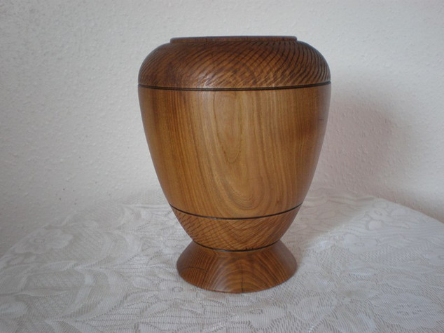 Wood: Textured Elm Size: 8 X 6 Price: £50 (ref.4466)
