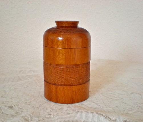 Wooden box Wood: Mahogany Size: 4 X 3 Price: £25 (ref.5249)