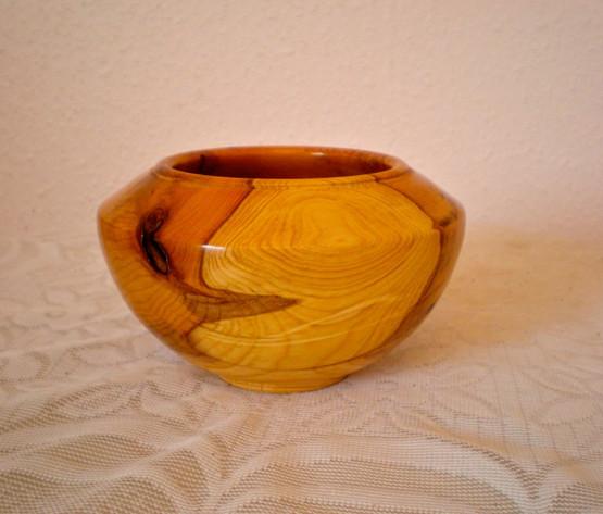 Wood: Yew Size: 6 X 3 Price: £40 (ref.5223)