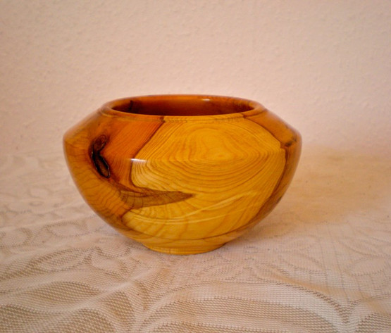 Wood: Yew Size: 6 X 3 Price: £40 (ref.5223)