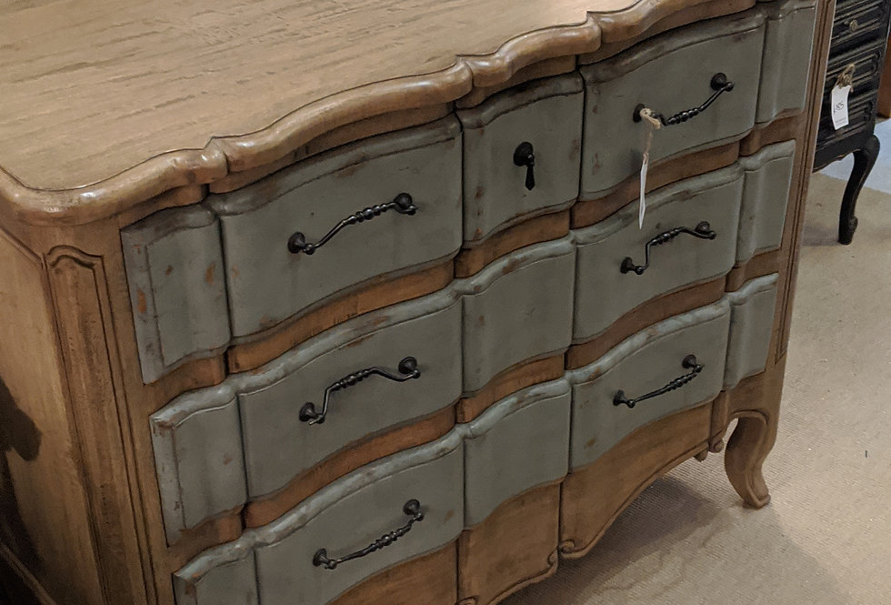 5 Drawer Commode Chest Of Drawers.