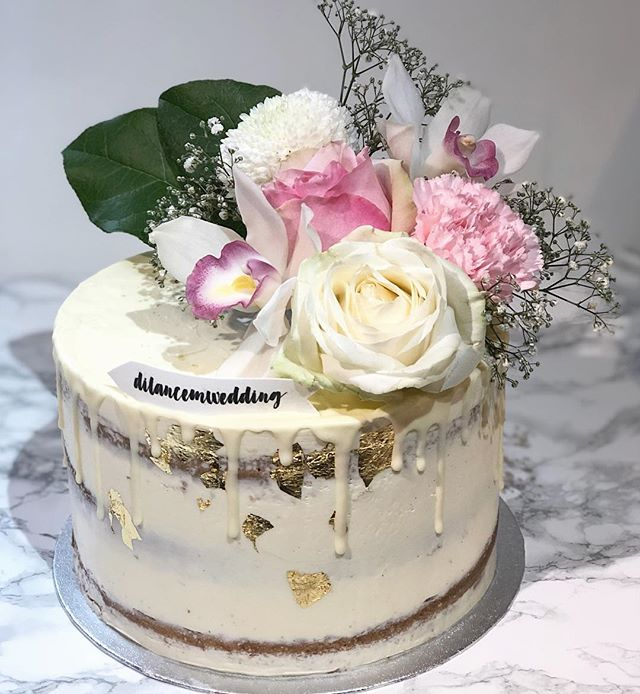 Bridal shower cake #seminakeddripcake_