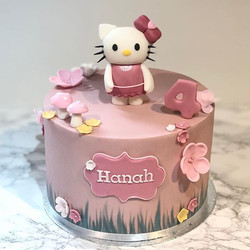 Hello #kitty 🎀 #4thbirthday_._._