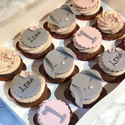 and matching cupcakes 🐰 #firstbirthday_