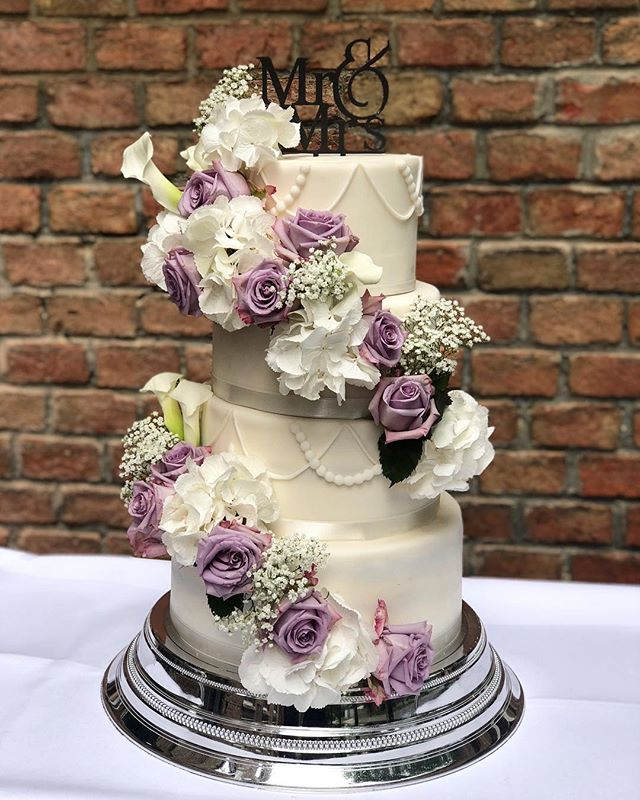 Lavender Roses #weddingcake_._._