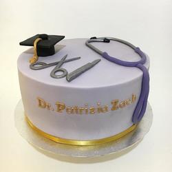 A doctor's graduation cake 👩🏻🎓_._._.
