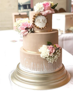 my first wedding cake this year 🌸 a cre