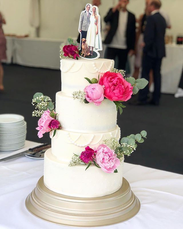 Peonies on a white Beauty #weddingcake_.