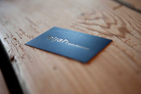 Visitenkarte eljah auf Holz