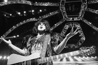KISS-Concert-Ball-Watch-by-Amy-Martz-130816_8678-Photograph-by-Amy-Martz-21.jpg