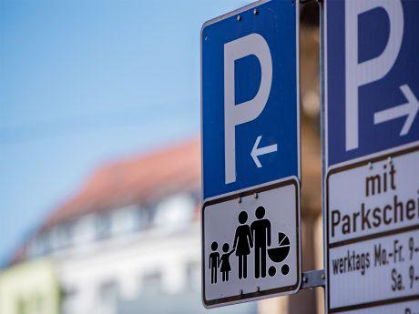 Parkplätze_für_Familien_mit_vielen_Kinde