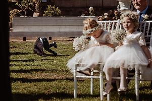 Bruidsmeisjes en jonker grappig ceremonie.jpg
