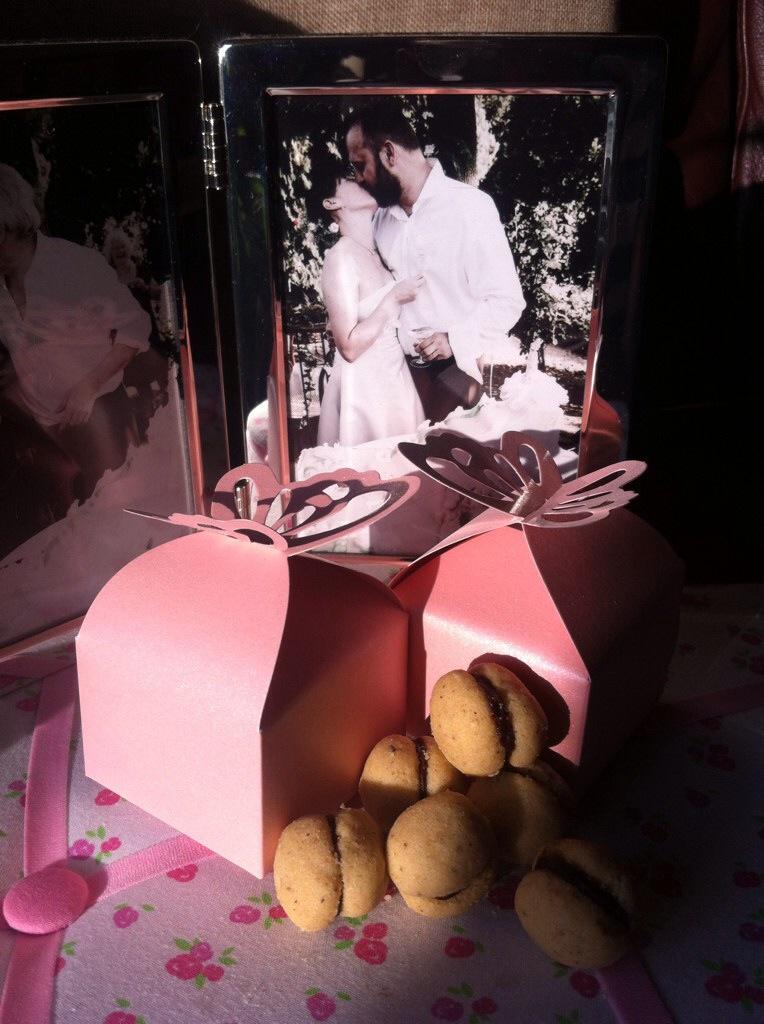 Wedding favors? Kisses!!