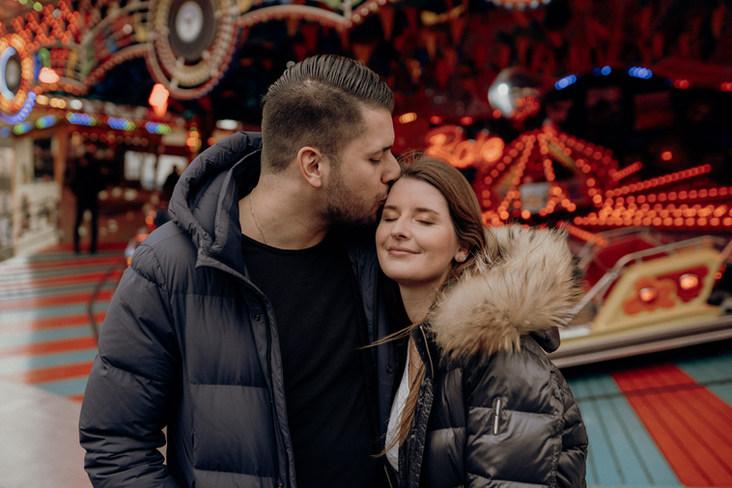 Gelnhausen   Langenselbold   Dippemess   Barbarossamarkt   Pärchen   Pärchenfotos   Fotoshooting   Hochzeit   Karusell   Barbarossmarkt Fahrgeschäft