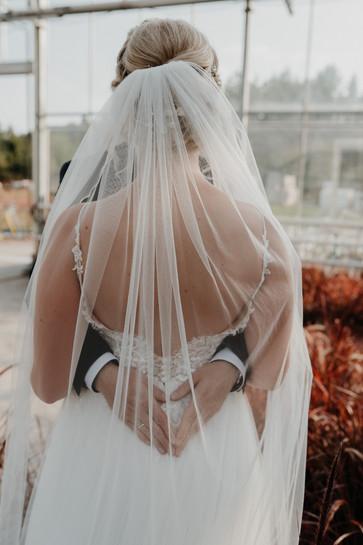 Hochzeitskleid | Garten Löwer | Seligenstadt | Braut | Bröutigam | Hochzeit | Hochzeit in Hessen | Hochzeit Hanau | Hochzeit Büdingen | Hochzeit Langenselbold | Hochzeit Hessen | EventOase