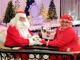 Santa.MrsClaus.Throne.jpg