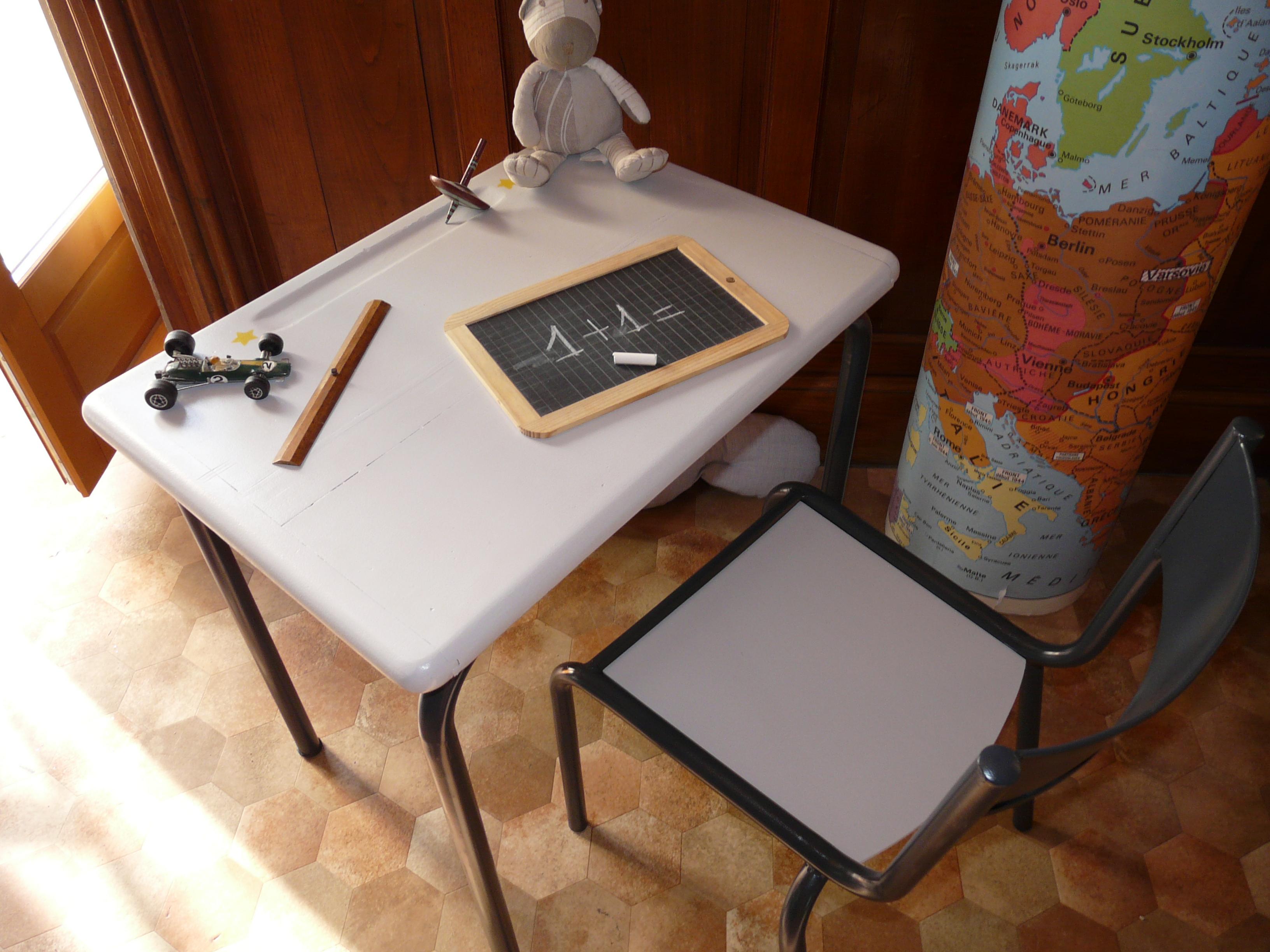 bureau d'écolier, vue de dessus