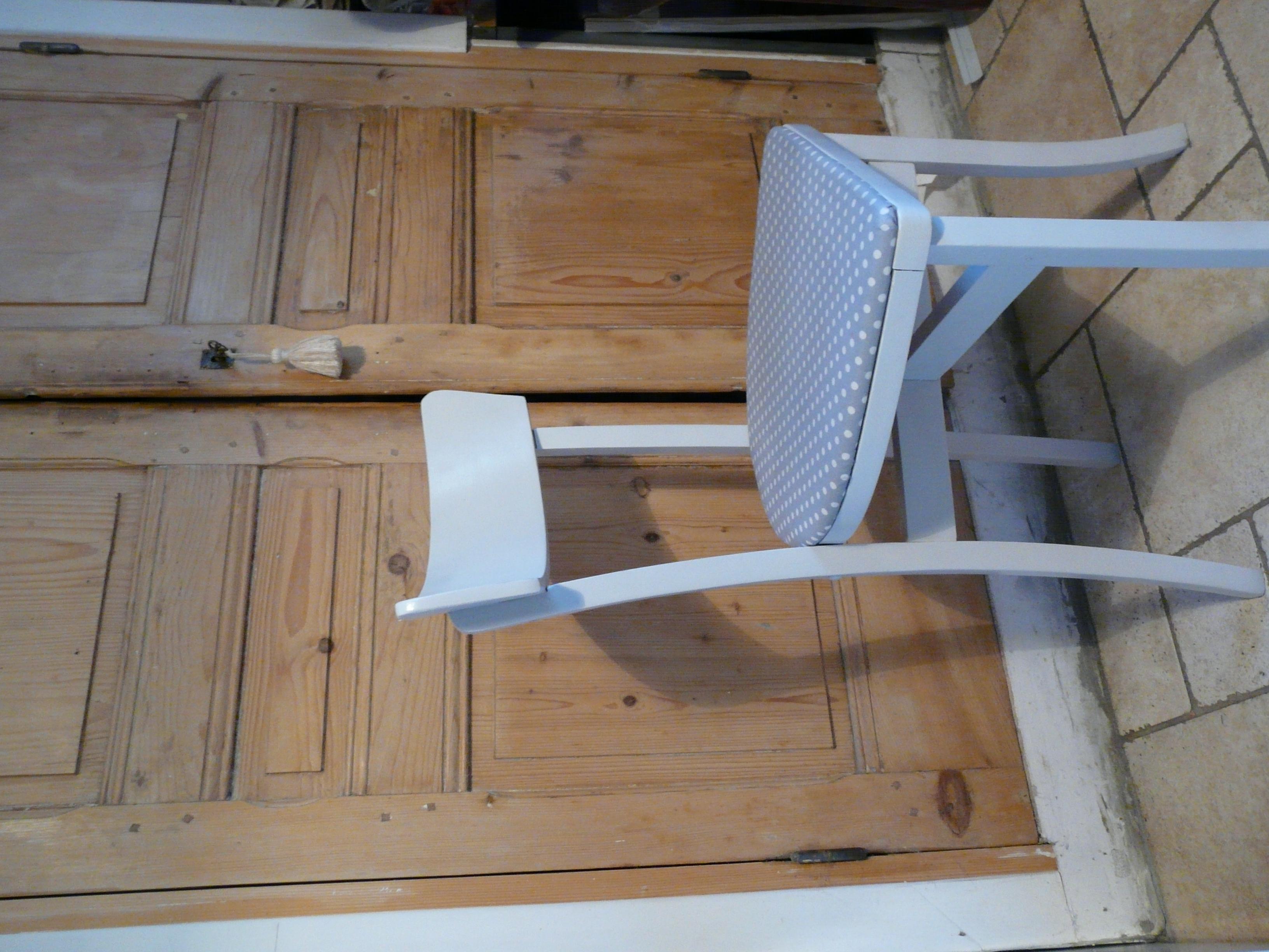 la chaise relookée, à petits pois