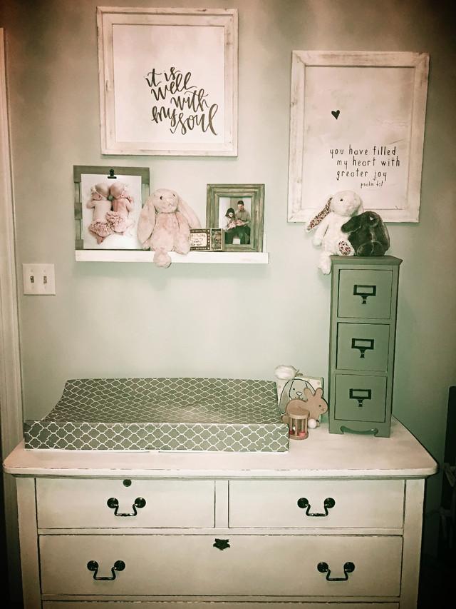 Super Easy DIY Shelf (No Screws or Nails Required)