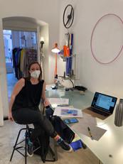 Eva besucht Romana für den Kick-Off im Modeatelier