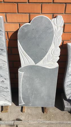 Памятник 100