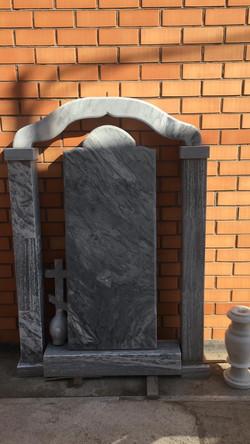Памятник 102