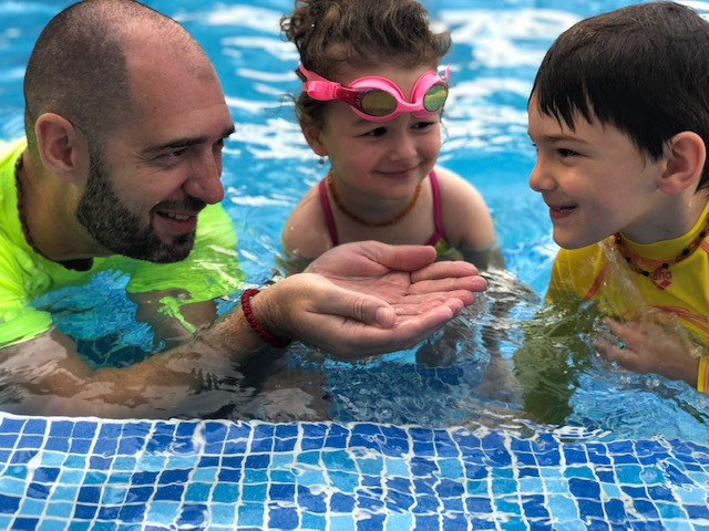 Swimming and hydration: A swimming child cannot dehydrate!