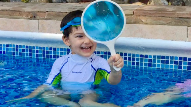 Talks at the swimming pool: Children are making questions…