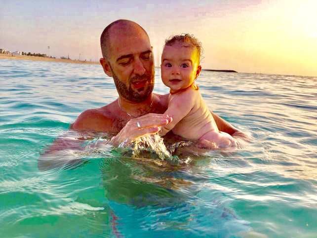 Babies and the sea, parents' fears and dilemmas