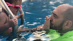 Kako plivanje pomaže deci kod ravnih stopala?