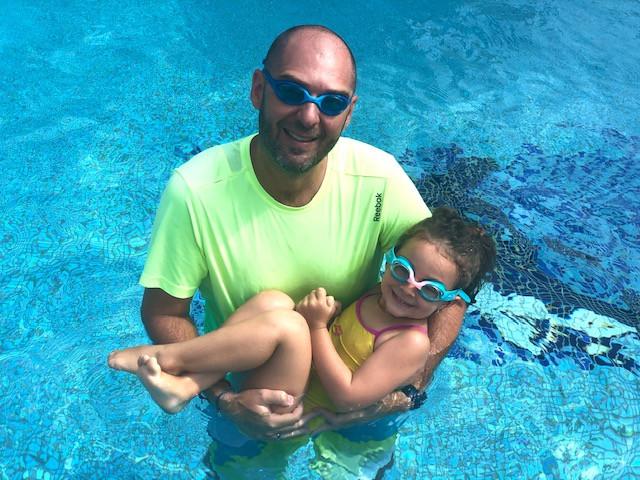 Plivanje sa mojim tatom - bebi plivanje